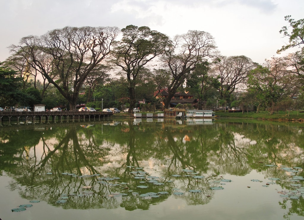 Jezero Kandawgyi v Rangúnu