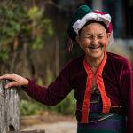 Usměvavá babička horského kmene Palong