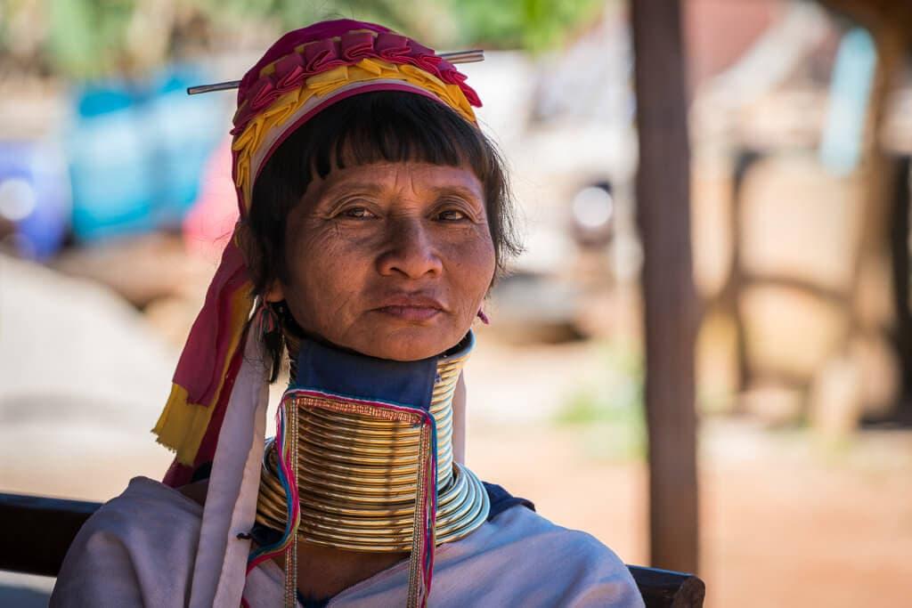 """Dlouhokrká žena"" kmene Padaung"