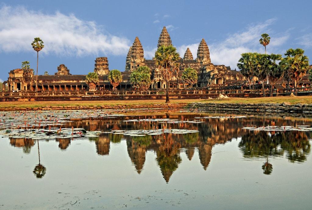 Majestátní Angor Wat uprostřed džungle