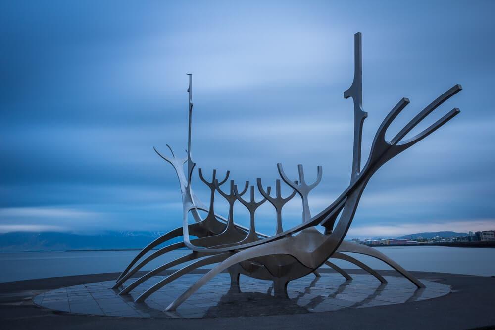 Model staré vikingské lodi v Reykjavíku.