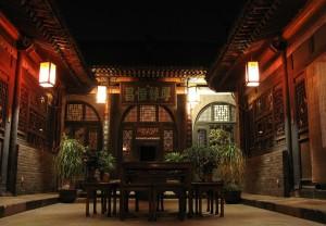 Tradiční hotýlek osvětlený v noci