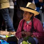 Prodavačka na trhu v Pisaqu, Posvátné údolí, Peru