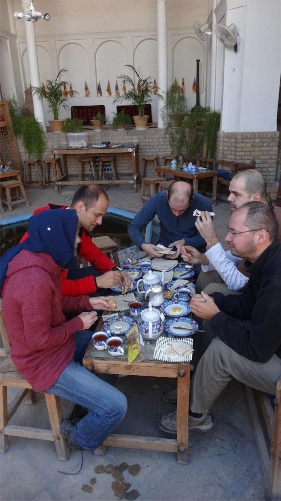 snídaně v hotelu v Kashanu