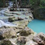 Na motorkách na vodopády Erawan