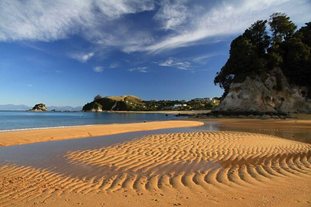 Krásná pláž Kaiteriteri přímo vybízí ke koupání