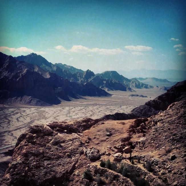 pouštní scenérie blízko Chak-Chak