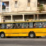 Občas se k cíli budeme kodrcat tímhle autobusem  (IMG_6508 od Bruno Sanchez-Andrade / CC BY 2.0)
