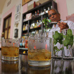 Máty tedy Kubánci nedostatek nemají (Mojitos and Rum at Hotel Nacional od crawford orthodontics / CC BY 2.0)