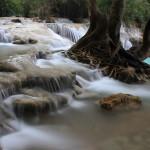 Koupání v křišťálových jezírkách vodopádů Kuang Si