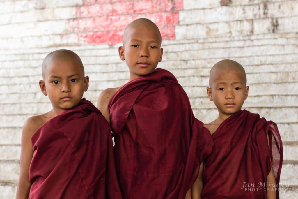 Barmští mladí mniši