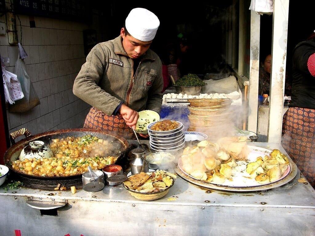 Jídlo v muslimské čtvrti v Xi'an