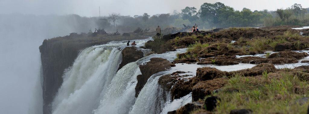 Viktoriiny vodopády a Ďáblův bazén (Top of Victoria Falls od Lip Kee / CC BY-SA 2.0)