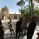 v arménské čtvrti Jolfa obdarování cukrovinkami - Esfahán - Expedice Írán 2016