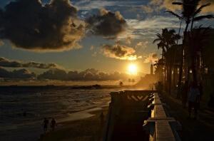 Západ slunce za nejstarším majákem v Americe - Farol Da Barra, Salvador