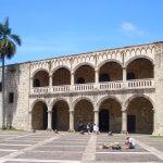Goticko-maurský palác Alcázar de Colón v Santo Domingu (foto Dominican-Republic - Santo Domingo: Alcázar de Colón in Ciudad Colonial od Reinhard Link - CC BY-ND 2.0)