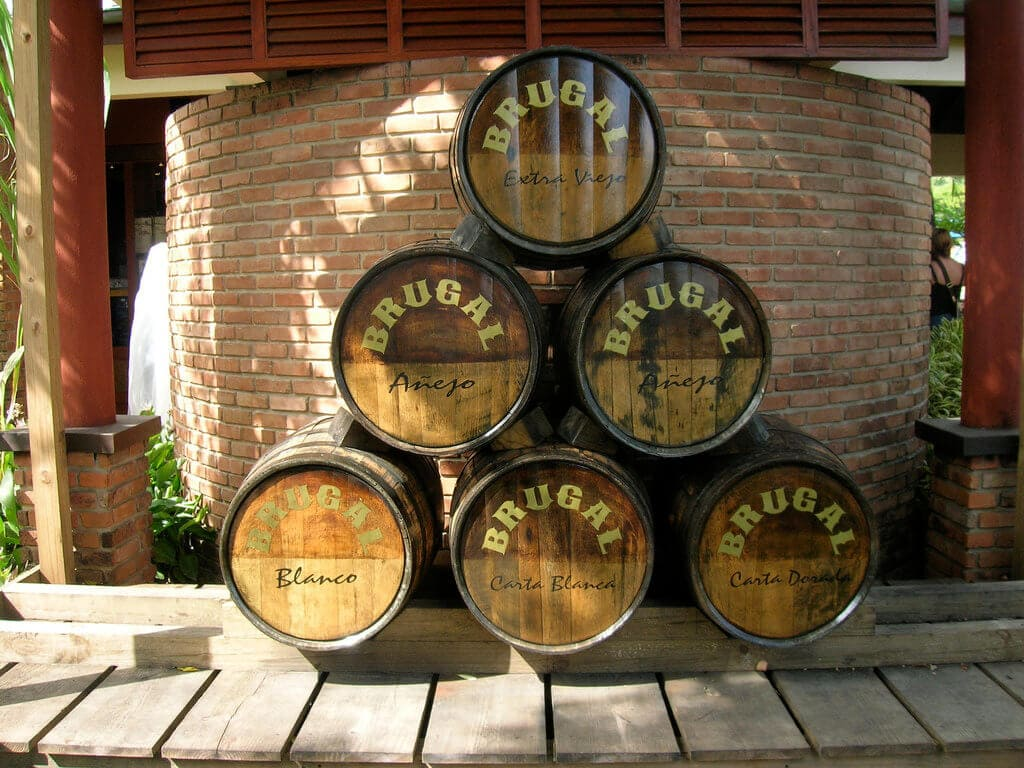 Rum Brugal (foto Brugal Rum od Stephanie - CC BY-ND 2.0)