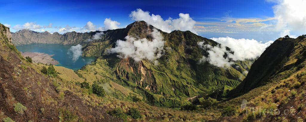 Pohled do kráteru sopky Rinjani