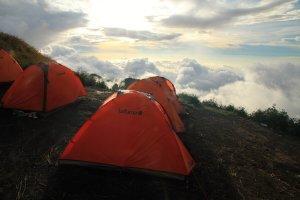 První tábor na hraně vulkánu Rinjani