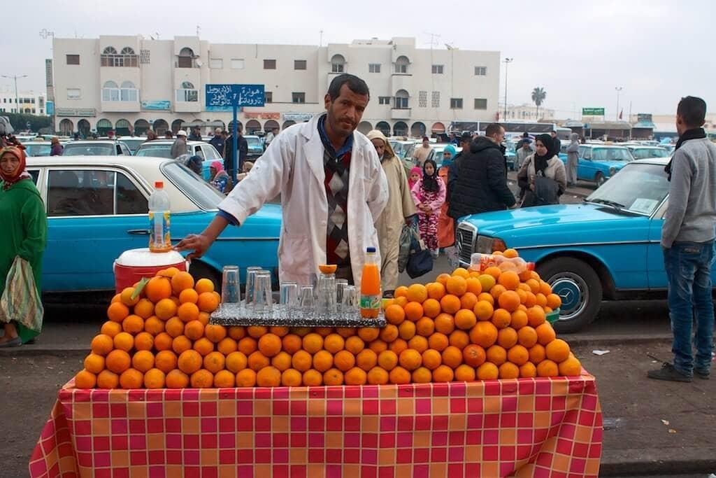 Čerstvá pomerančová šťáva vždy osvěží.
