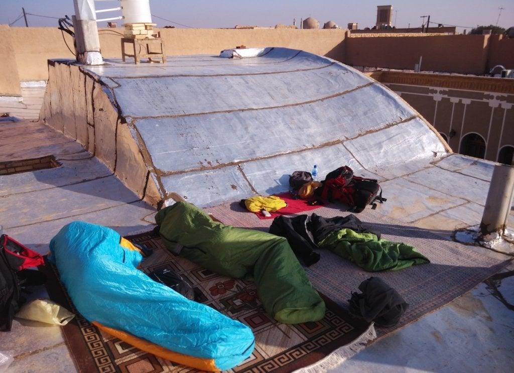 Když není místo v hotýlku, někdy spíme i na střeše :-)