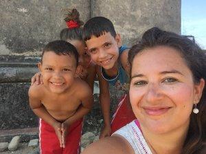 S místními dětmi v údolí cukrovarů - vesnice Manaca Iznaga