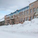 Sovětská architektura s arktickými prvky v ruské hornické osadě Barentsburg