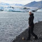 Zmrzlá až nakost u ledovcového jezera na Islandu
