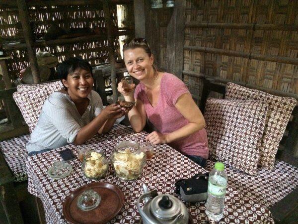 Na čaji u místních, Indonésie