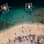 Jedna z nejznámějších pláží ostrova Cebu - White Beach neboli Bílá pláž