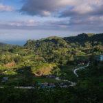 Výhled na východ z Osmeňa peak na horské vesnice, kde se pěstuje převážně zelenina – například zelí