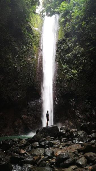 Jeden z nejvíce fotogenických vodopádů v oblasti – Casaroro, ke kterému vede velmi příjemná cesta podél koryta řeky i řekou samotnou