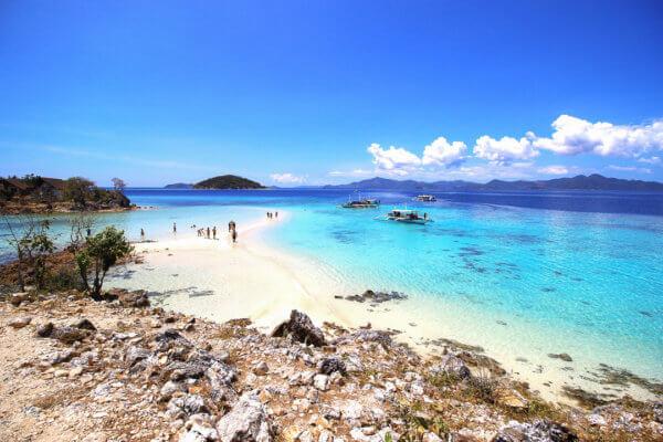 Hlavními lákadly Filipín jsou opuštěné pláže, korály a křišťálově čisté moře.