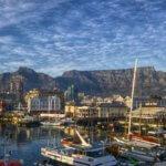 Pohled na Table Mountain z přístaviště Victoria & Alfred Waterfront
