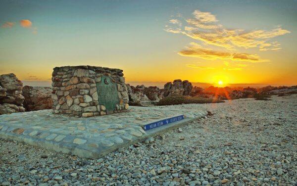 Cape Agulhas - nejjižnější cíp afrického kontinentu, místo kde se setkávají Indický a Atlanský oceán