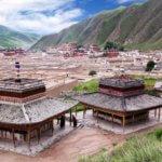 Tibetské městečko Xiahe se slavným klášterem Labrang