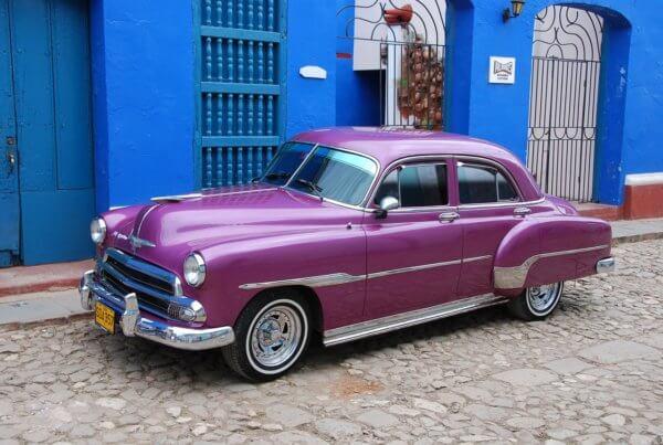 Staré americké Chevrolety, Pontiacy nebo auta z dílny General Motors z 50.let budou našimi hlavními dopravními prostředky. Už se těšíte?