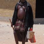 Muž kmene Zemba s nezbytnou holí