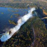 Teprve z vrtulníku získáme perspektivu o mohutnosti Viktoriiných vodopádů