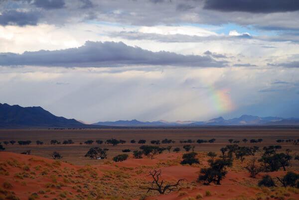 Okraj pouště Namib v jižní Angole