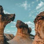Bizarní kamenné útvary v geologickém parku Yehliu