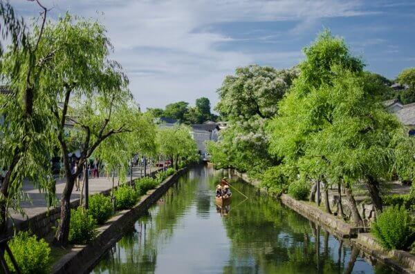 Malebná čtvrť Kurashiki přezdívaná japonské Benátky