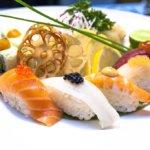 Sushi si dáme někde u moře