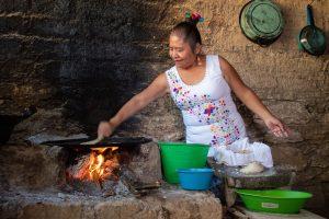 Výroba tortil z kukuřičného těsta