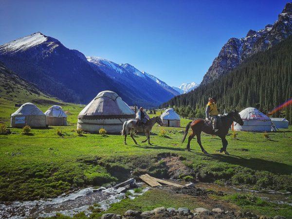 Jurtový tábor v údolí Altyn Arashan