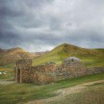 Starodávný karavanseráj Tash Rabat je jedním z nejtajemnějších míst v Kyrgyzstánu