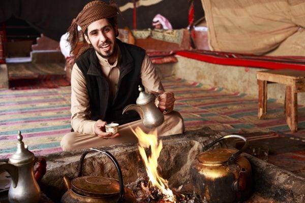 Tradiční příprava čaje na ohni