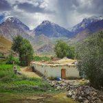 Pravý pamírský dům postavený z bláta a kamení